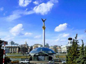 Maisema Maidan-aukiolta Kiovassa.