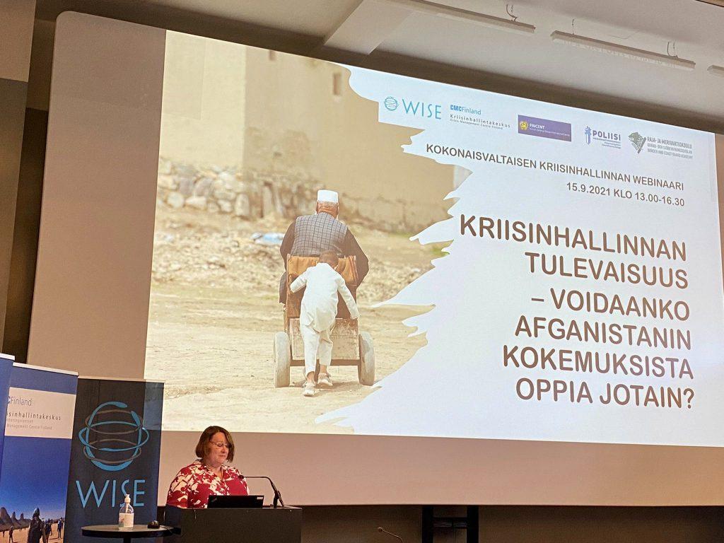 CMC Finlandin johtaja Kirsi Henriksson kertoi ajankohtaisista asioista seminaarin alussa.